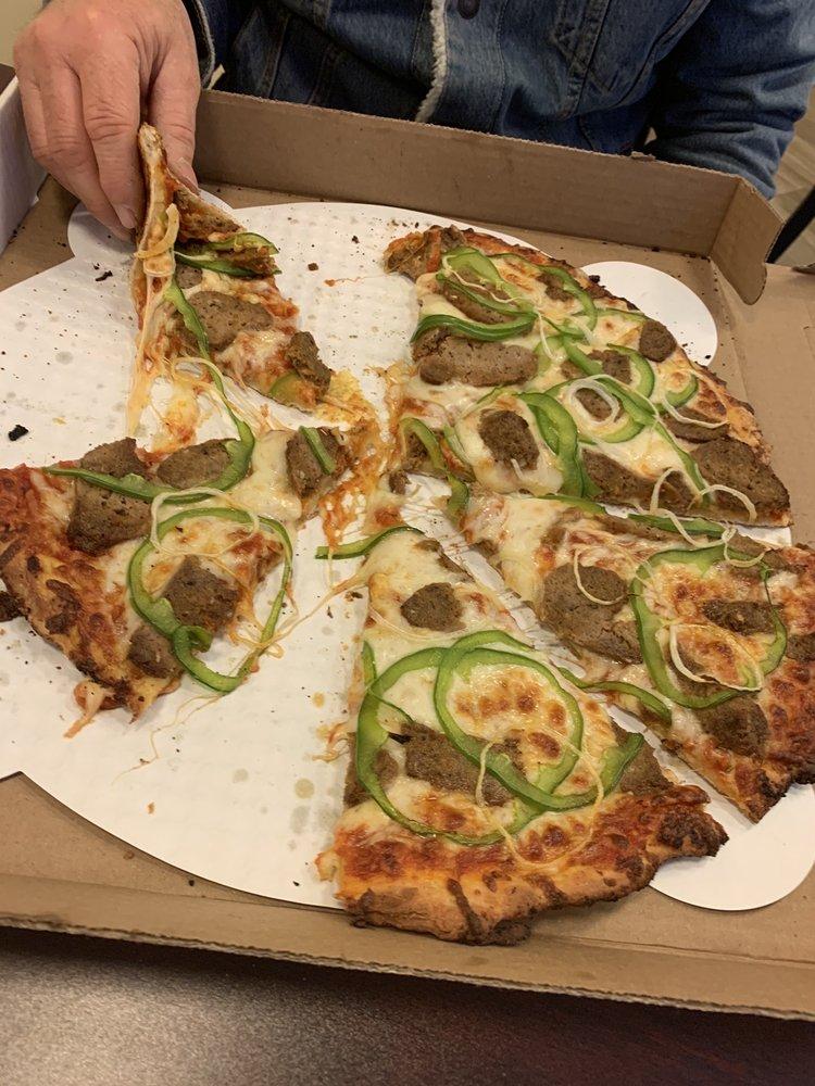Applewood BBQ & Pizza: 469 Charles Bancroft Hwy, Litchfield, NH