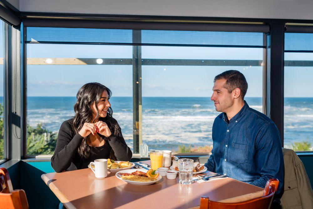 Sirens Oceanfront Restaurant & Bar
