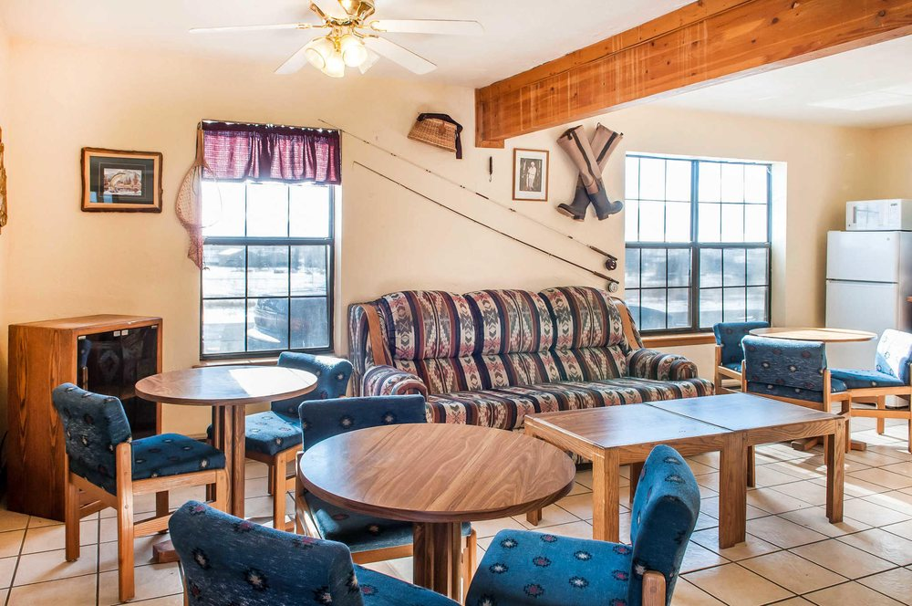 Econo Lodge: 715 Hwy 64 E, Eagle Nest, NM