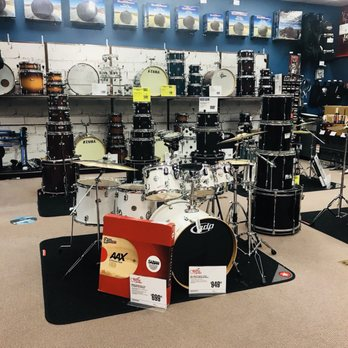 guitar center 13 photos 12 reviews guitar stores 10050 e independence blvd matthews nc. Black Bedroom Furniture Sets. Home Design Ideas