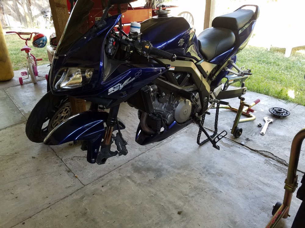 Fork seals replacement on a 2006 Suzuki SV1000S with a