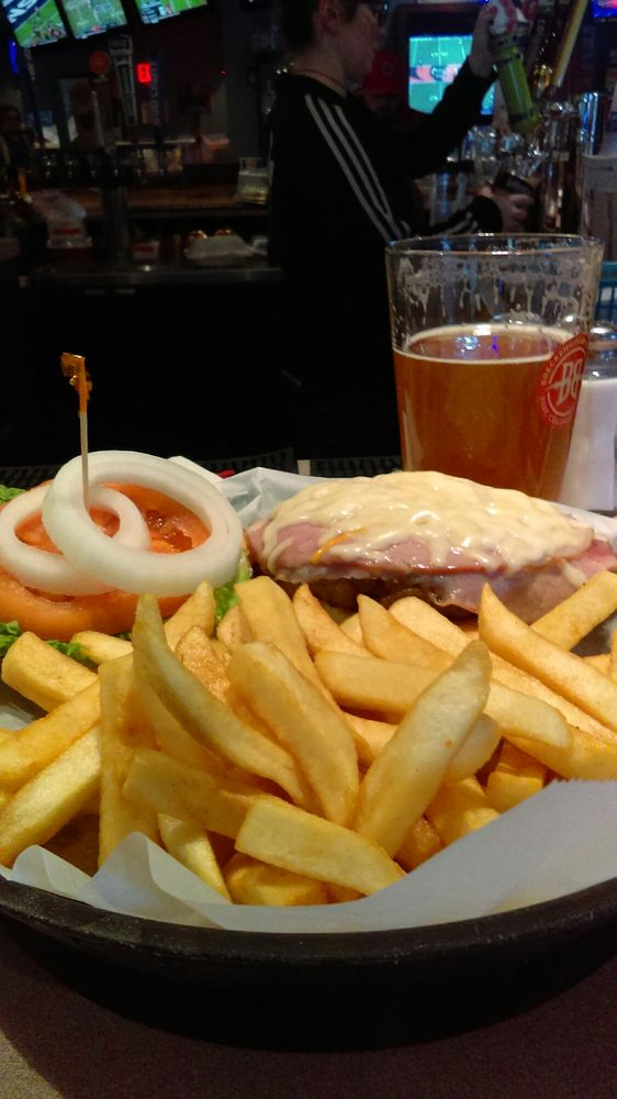 Coaches bar grill 30 reviews american traditional for Food bar 1480