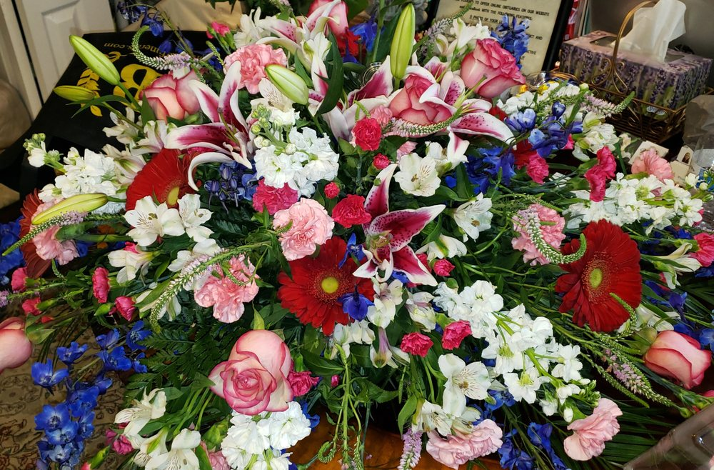 Bloomingdale Florist: 827 E Bloomingdale Ave, Brandon, FL