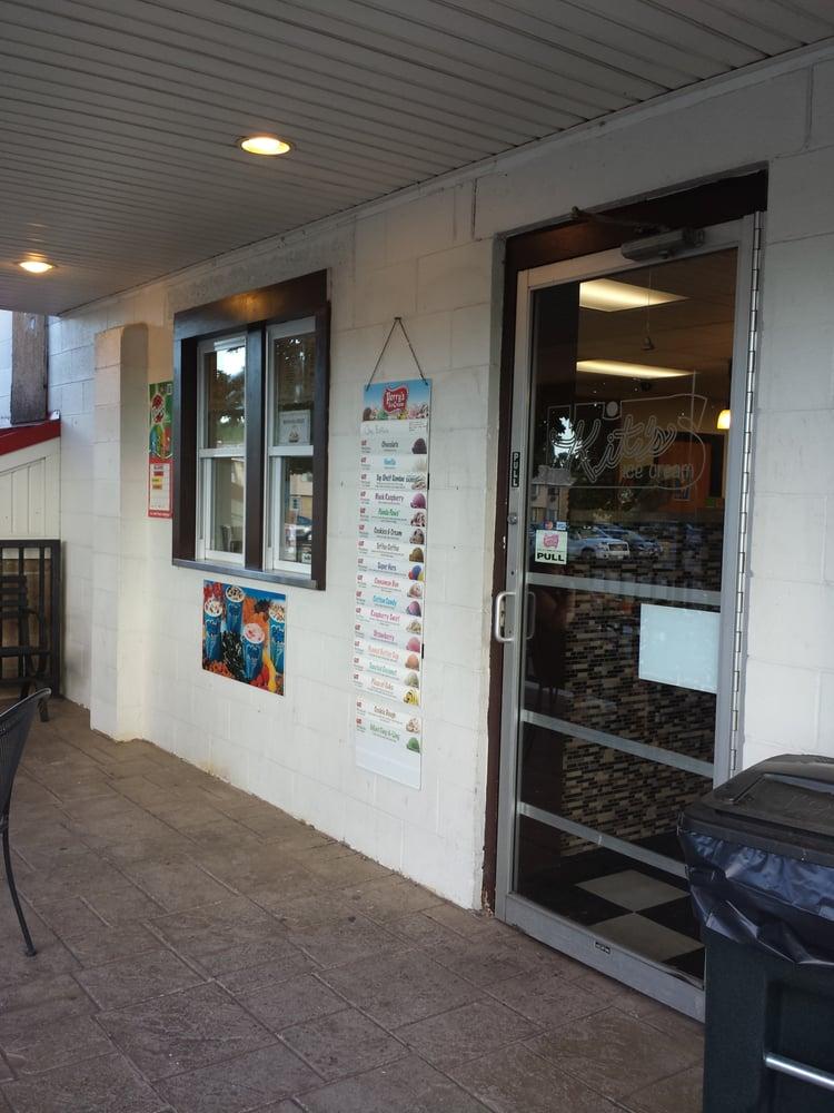Kit's Ice Cream: 144 South Ave, Hilton, NY