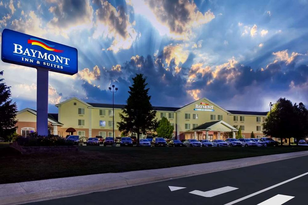 Baymont by Wyndham Mackinaw City: 109 S. Nicolet Street, Mackinaw City, MI