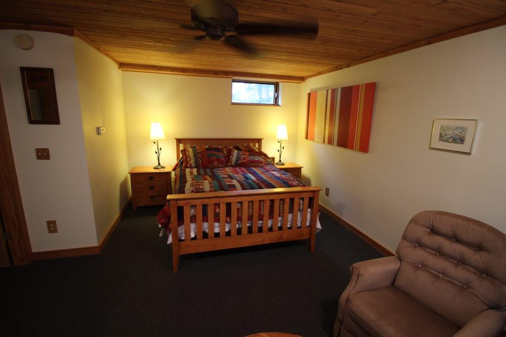 Lant Hill Farm Bed and Breakfast: 687 McEachron Hill Rd, Argyle, NY