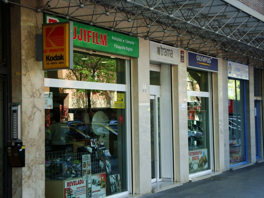 Trama negozi e servizi fotografici calle de la - La finestra di fronte trama ...