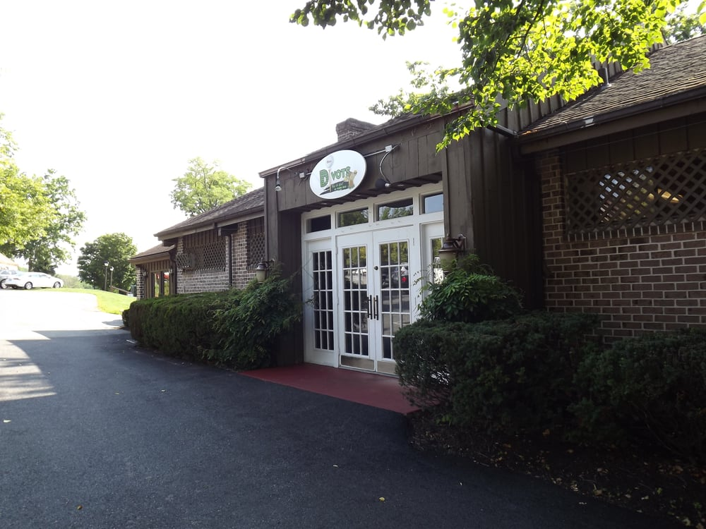 Divot's Bar and Grill at Flying Hills: 12 Village Center Dr, Reading, PA