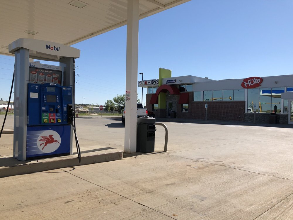 The Hub Convenience Stores: 191 40th St W, Dickinson, ND