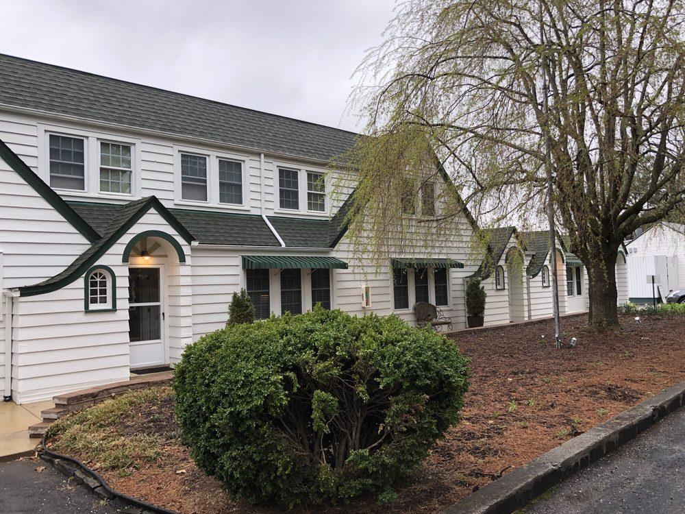 The Pine Tavern Lodge: 585 Floyd Hwy N, Floyd, VA