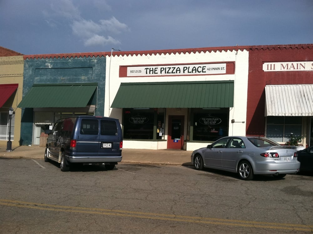 Pizza Place: 421 Main St, Ellaville, GA