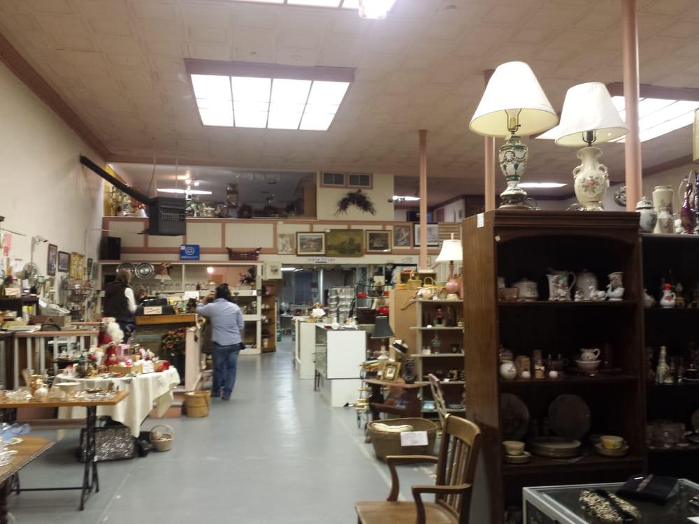 Miss Sarah's Antiques & Artistry: 201 E Main St, Davis, OK