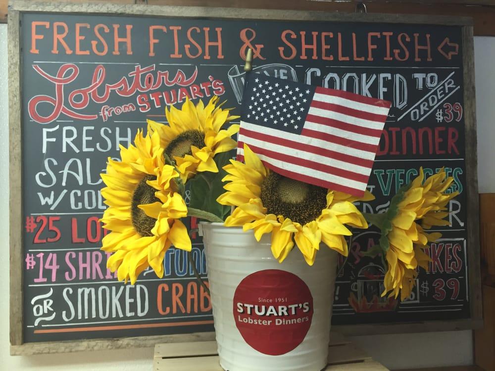 Stuart's Seafood Market: 41 Oak Ln, Amagansett, NY