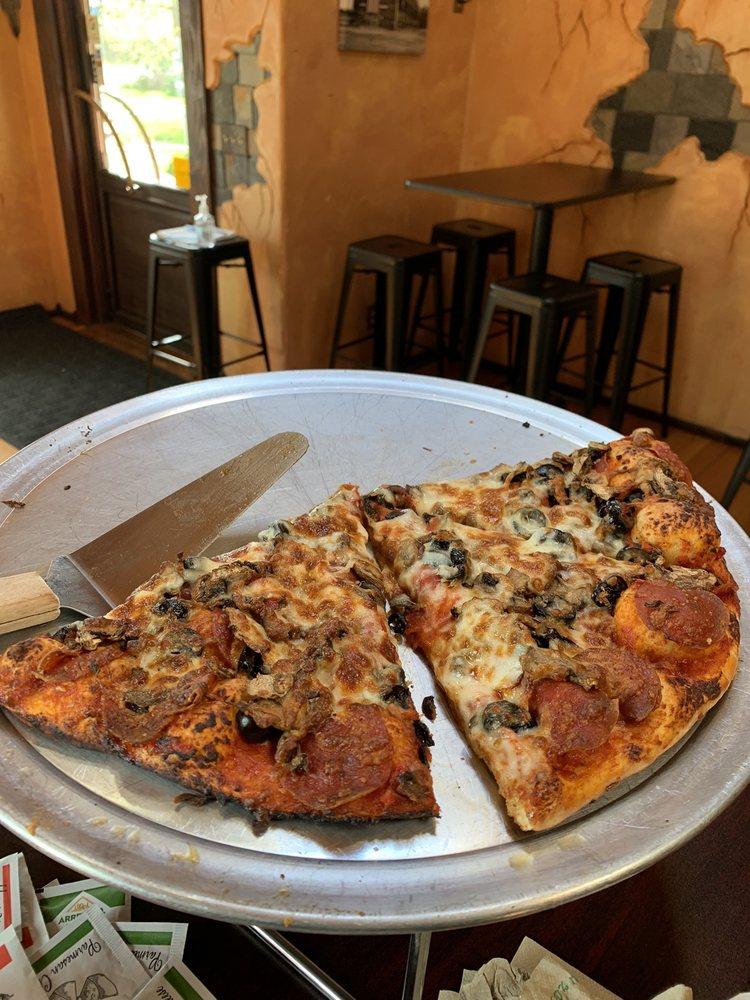 Bertoglio's Pizza: 704 Yelm Ave W, Yelm, WA