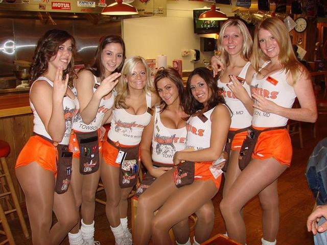 hooters-girls-party-photos