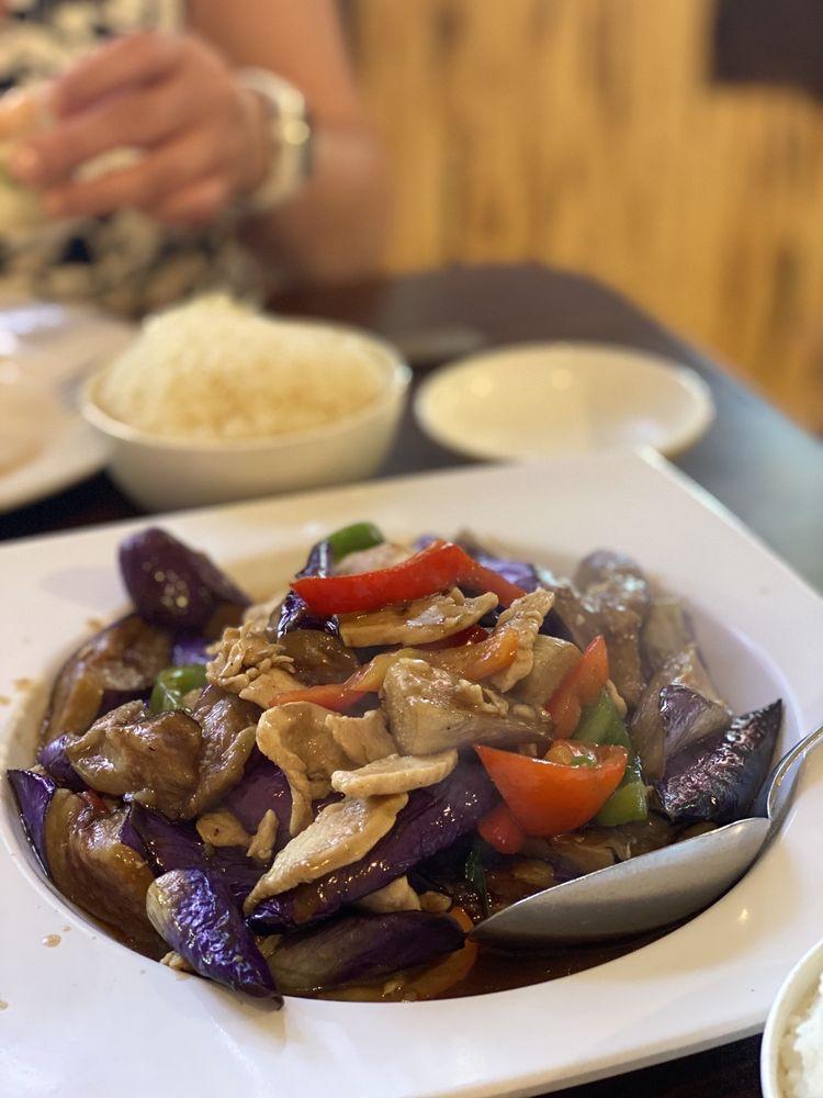 New Thai Cuisine: 909 W 16th St, Merced, CA