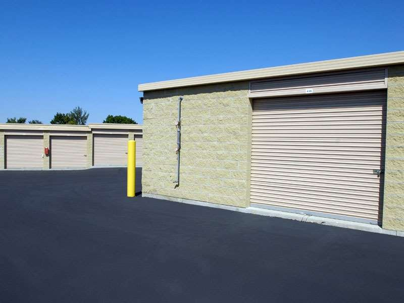 Extra Space Storage: 155 Butterfield Rd, Vernon Hills, IL