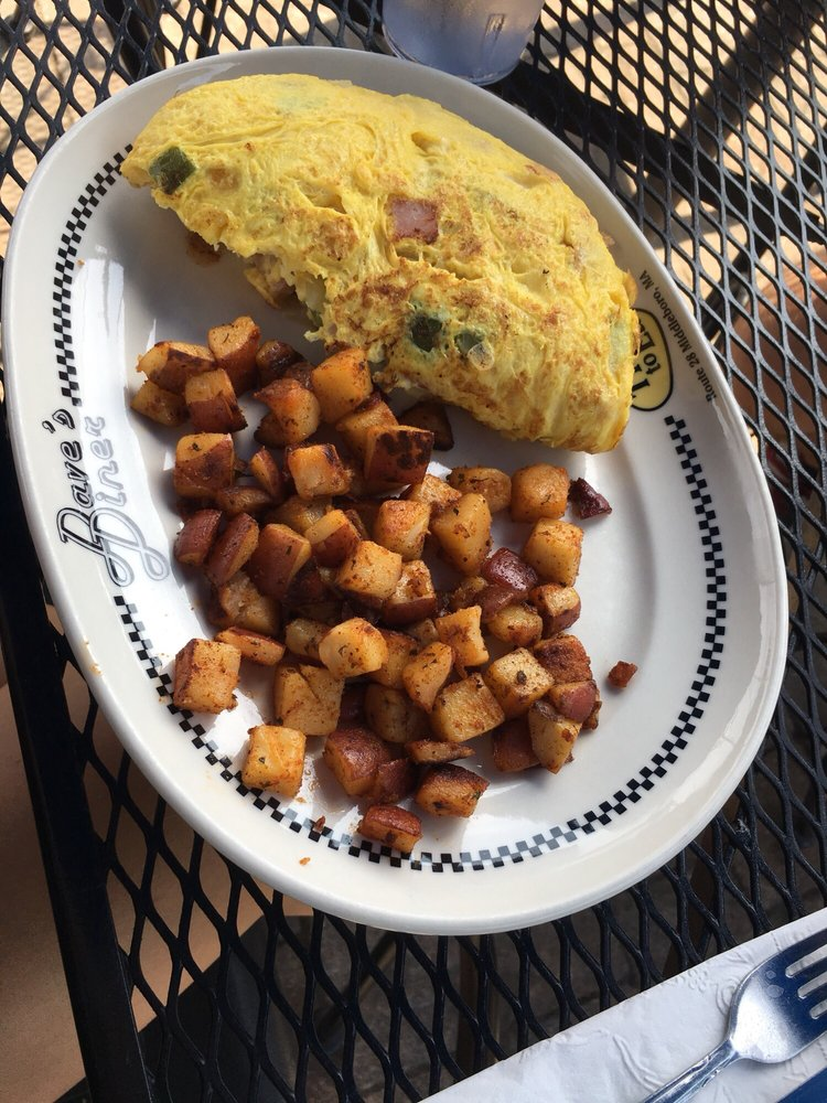 Dave's Diner: 390 W Grove St, Middleboro, MA