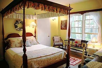 Carriage House: 5 Ray's Ct, Nantucket, MA