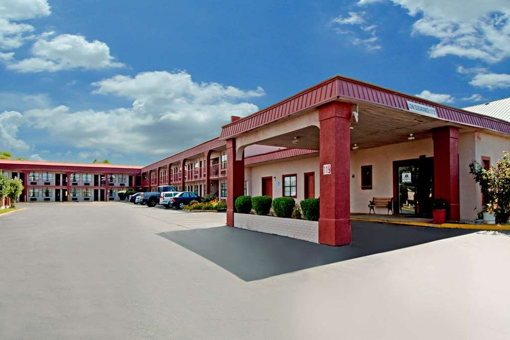 Americas Best Value Inn Canton, MS: 119 Soldier Colony Road, Canton, MS