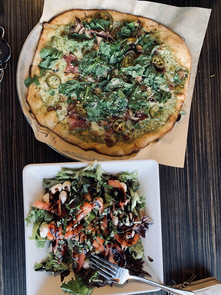 Porch Light Pizza: 200 NE Kamiaken St, Pullman, WA