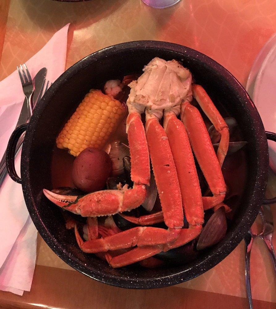 Steamers Clam Bar & Grill: 420 Dock St, Cedar Key, FL
