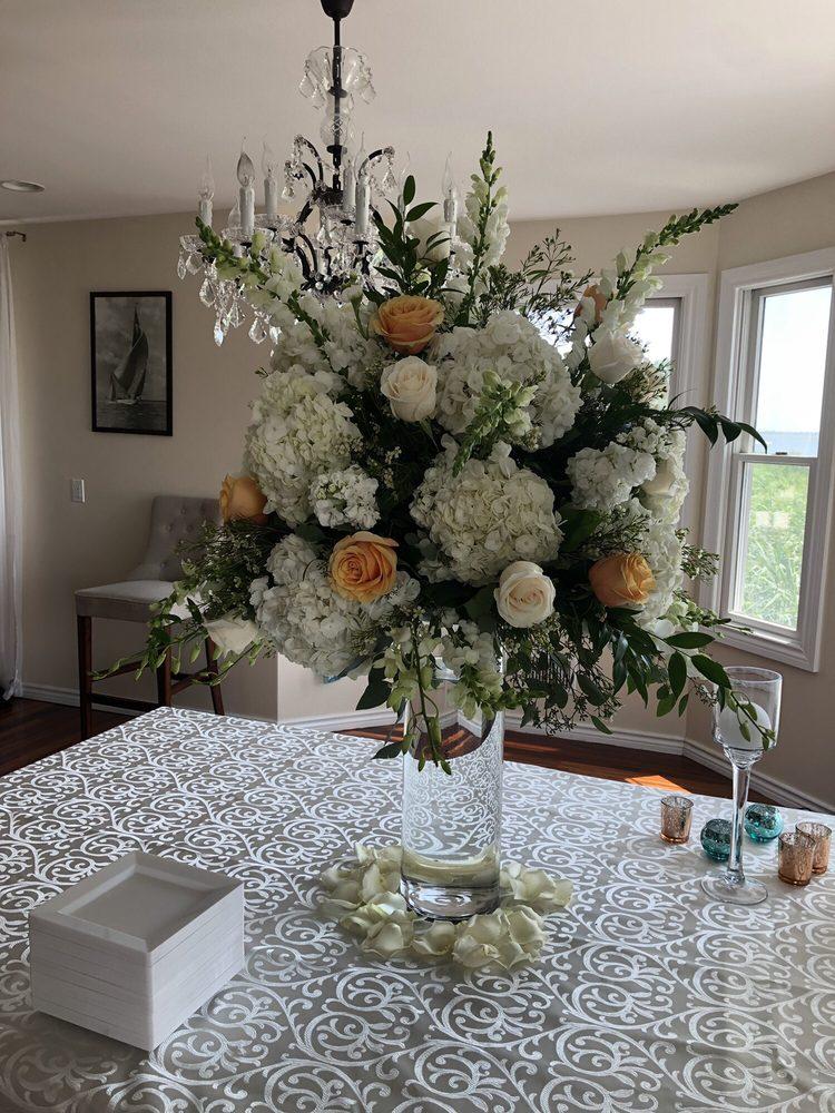 Flowers By Mike: 221 Merrick Rd, Oceanside, NY