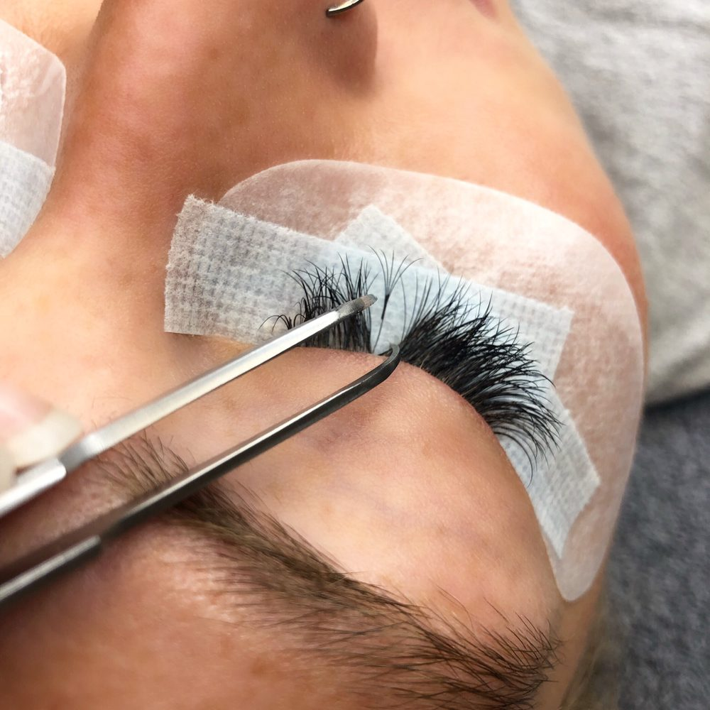 The Beauty Lounge: 11019 N Towne Sq Rd, Mequon, WI