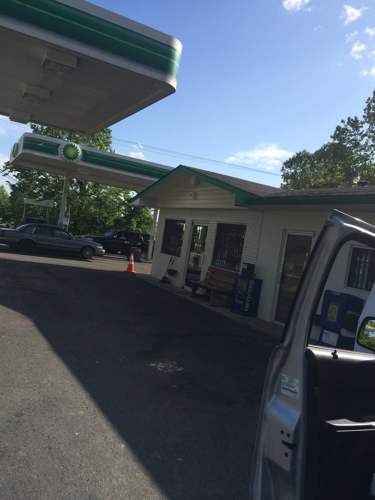 BP Gas Station: 10424 Hwy 60, Olive Hill, KY