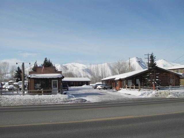 High Country Motel: 766 S Main St, Bellevue, ID