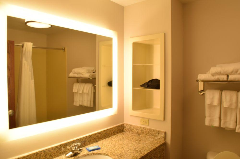 Holiday Inn Express & Suites Sparta: 1301 N Market St, Sparta, IL