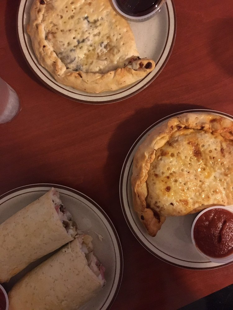 Peggy's Homemade Pizza: 4116 University Pkwy, Natchitoches, LA