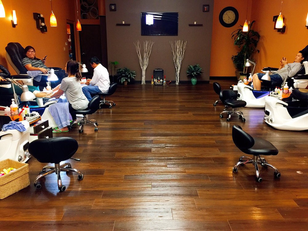 Forum Nail Studio: 8544 US Hwy 42, Florence, KY