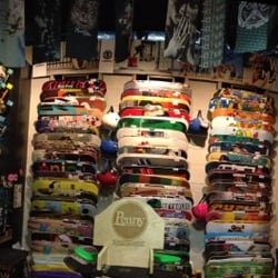 3a39eff80b Billabong - Lojas de Skate - 11401 NW 12th St, Miami, FL, Estados ...