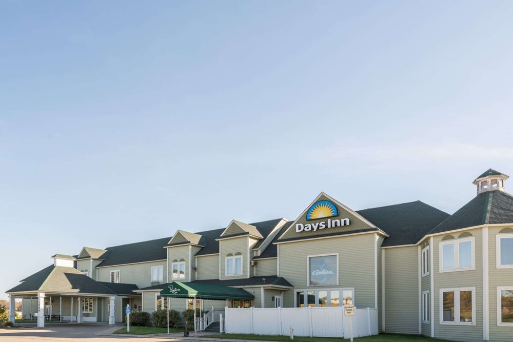 Days Inn by Wyndham Hutchinson: 1000 Highway 7 W, Hutchinson, MN
