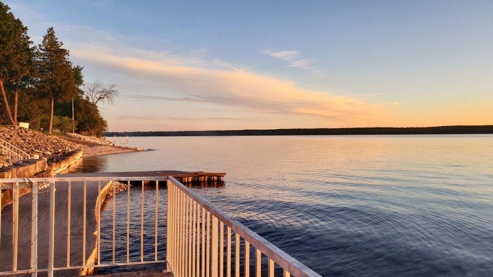 Westwood Shores Resort: 4303 Bay Shore Dr, Sturgeon Bay, WI