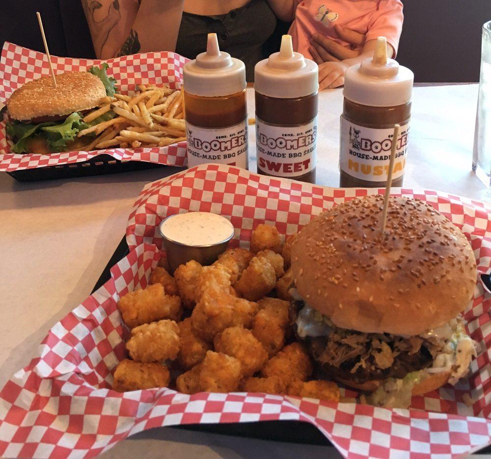 Boomers Burgers & Ribs: 1335 N Hayden Island Dr, Portland, OR