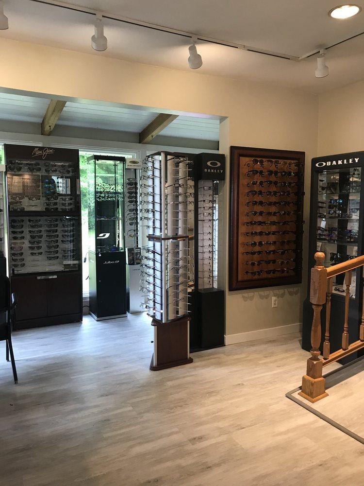 Belchertown Eye Care & Sunglass Shop: 142 N Main St, Belchertown, MA