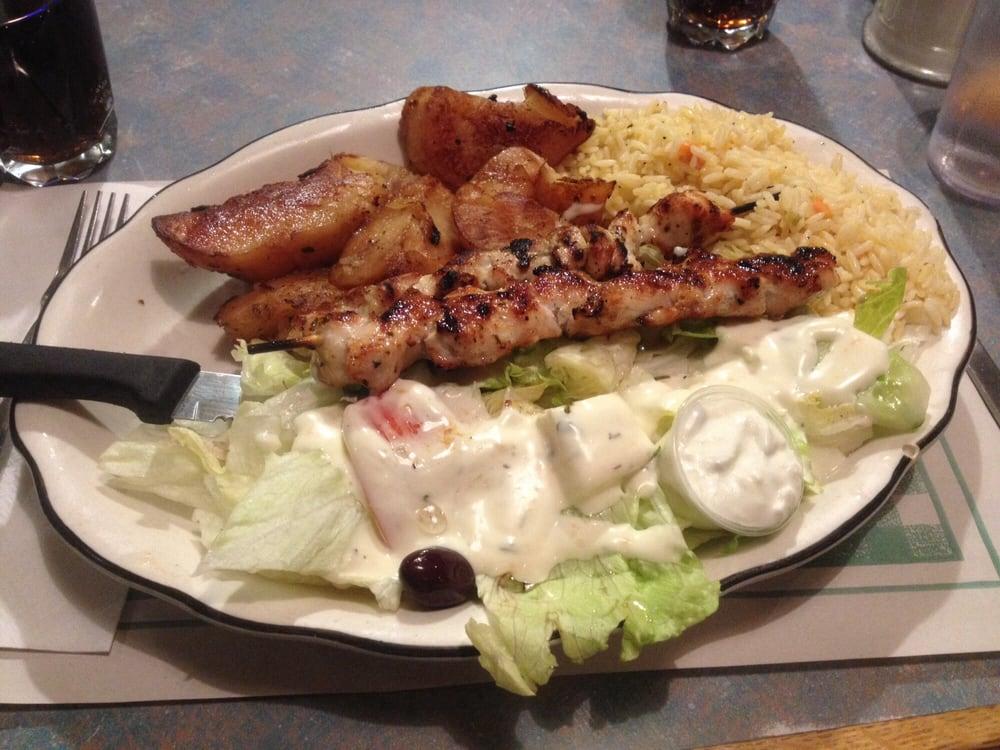 assiette 2 brochette de poulet riz salade patate grecque yelp. Black Bedroom Furniture Sets. Home Design Ideas