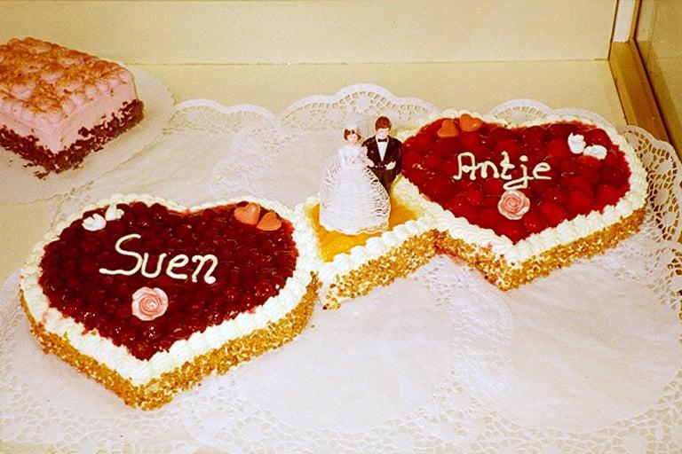 Hochzeitstorten In Herzform Yelp