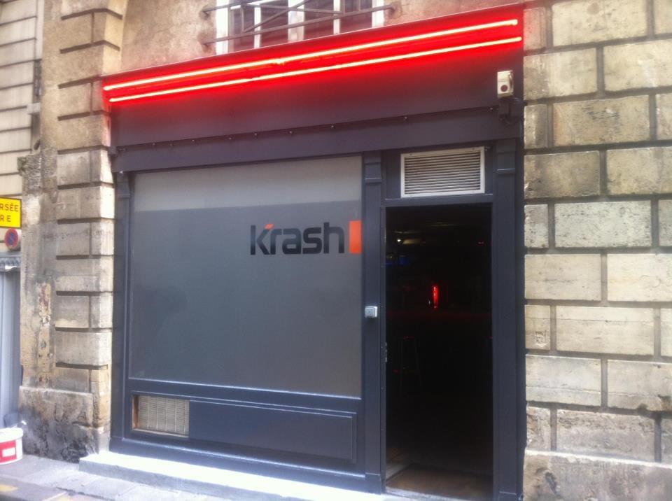 Photo de Krash Bar - Paris, France. Les néons sont allumés, Le Krash est ouvert !