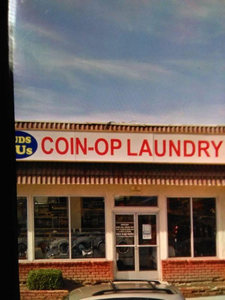 Suds R Us Laundromat: 31255 Riverside Dr, Lake Elsinore, CA