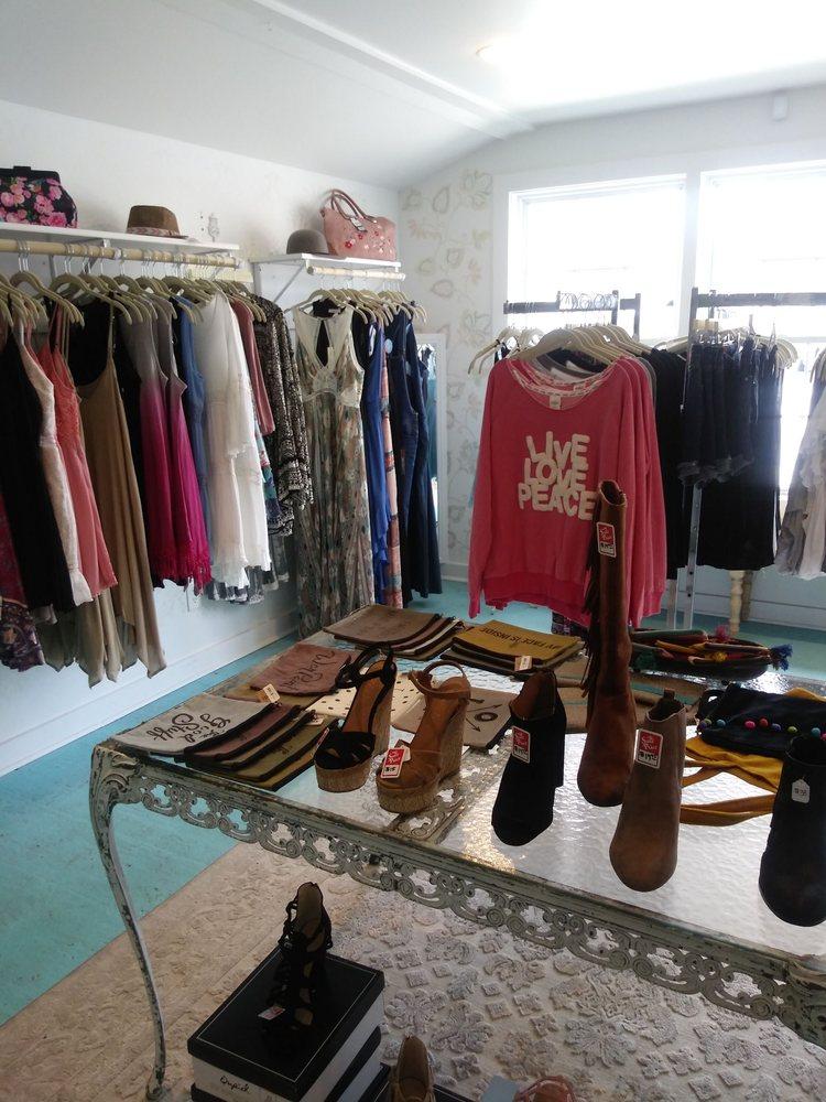 Lola Blu Boutique: 6350 Cornell Ave, Indianapolis, IN