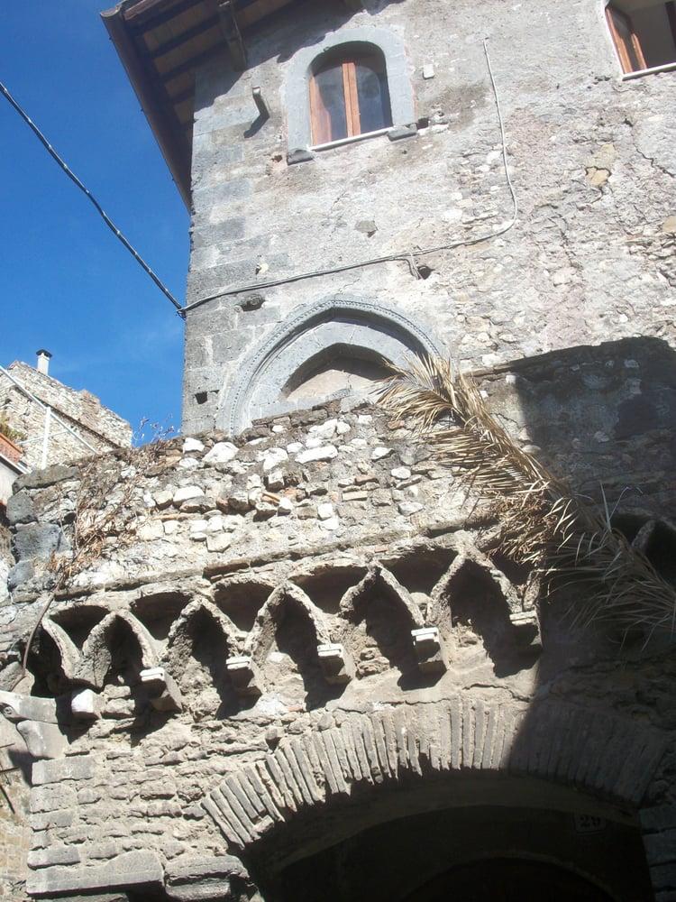 Particolare della casa gotica yelp for Casa di architettura gotica