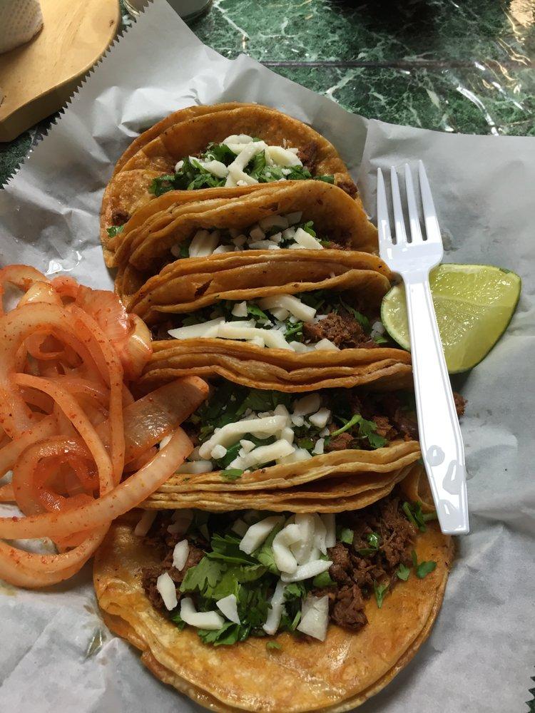 El Taco Tako: 202 S Chestnut St, Arcola, IL