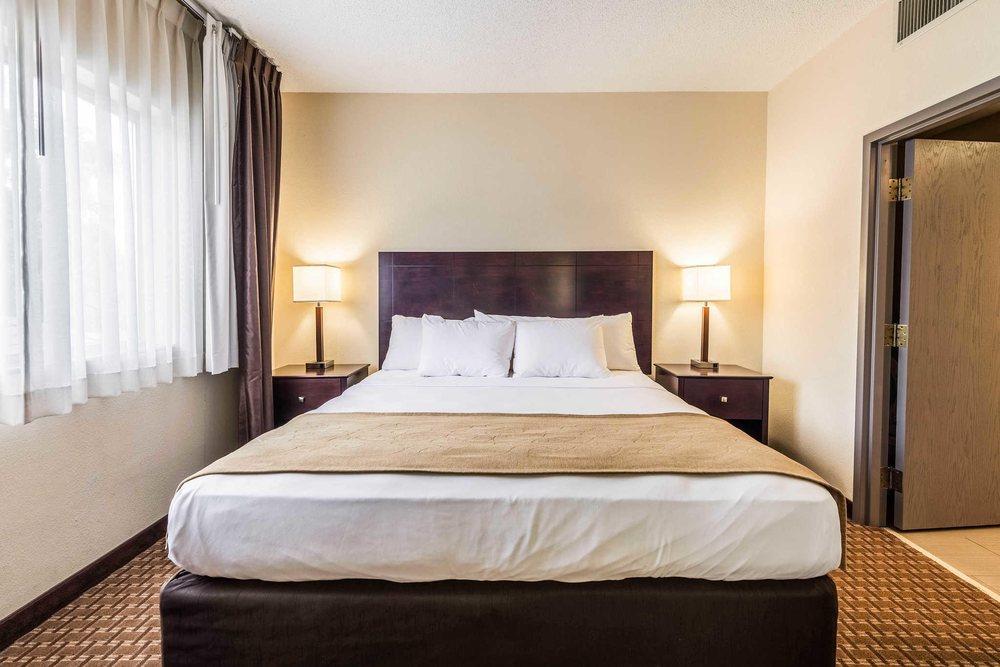 Comfort Suites: 1345 N Baldwin Ave, Marion, IN
