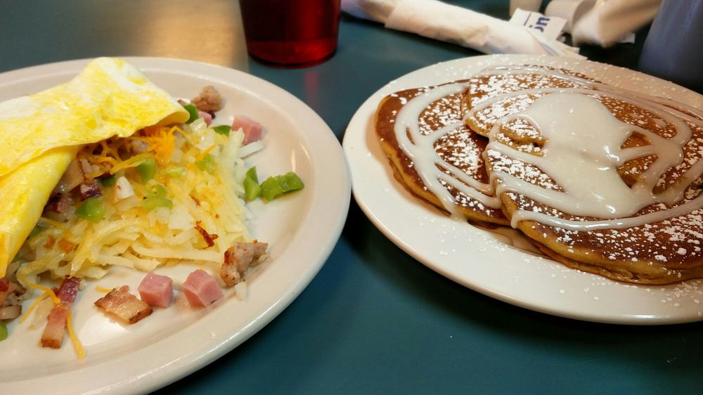 Darcy's Cafe: 1400 11th Ave N, Grand Forks, ND