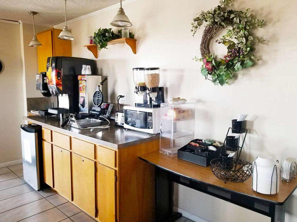 Americas Best Value Inn Belleville: 1616 US Highway 36, Belleville, KS