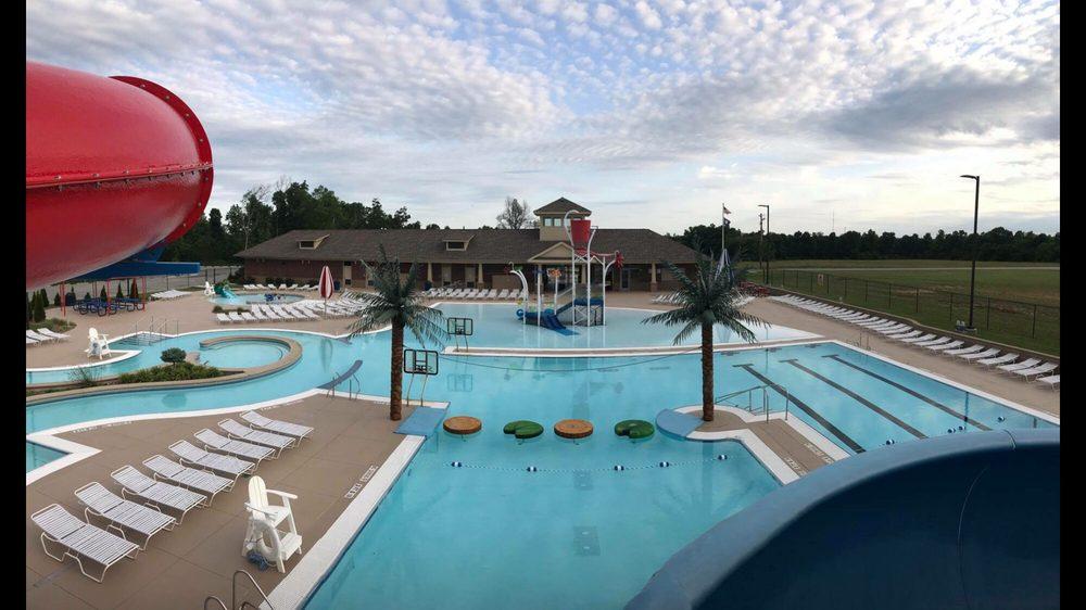 Leitchfield Aquatic Center: 201 E Carroll Gibson Blvd, Leitchfield, KY