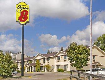 Super 8 by Wyndham Cloquet: 121 Big Lake Rd, Cloquet, MN